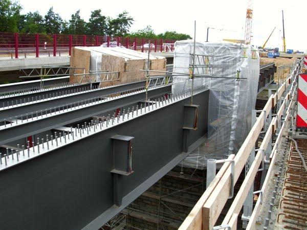 Schweißerkabinen für den Brücken-Neubau