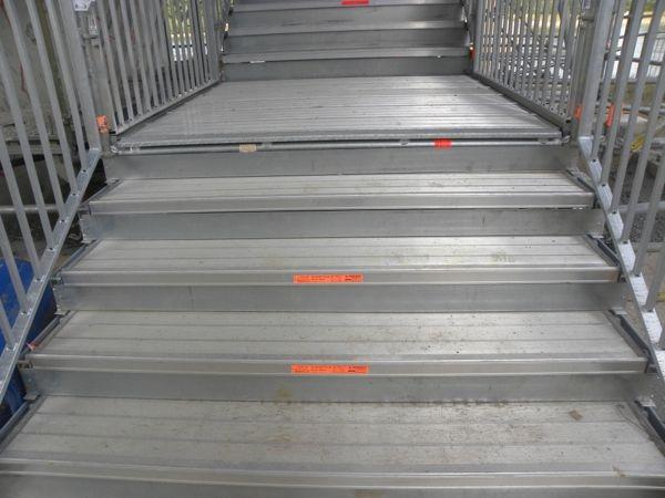 Setzstufen Fluchtreppe | Fluchtreppe mit geschlossenen Stufen