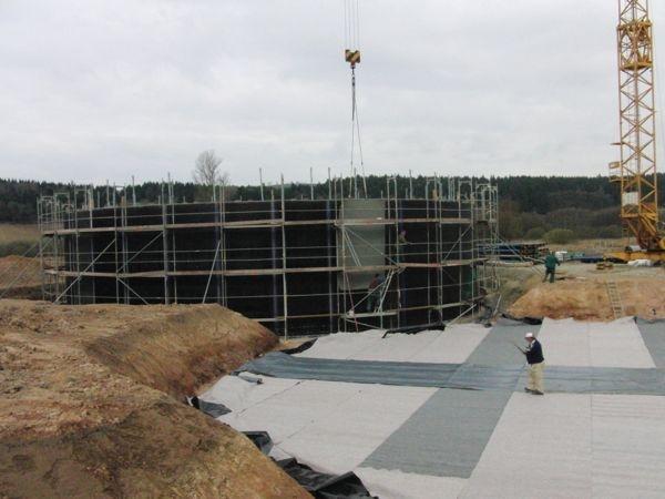 Fassadengerüst an einem Neubau-Silo einer Bioanlage