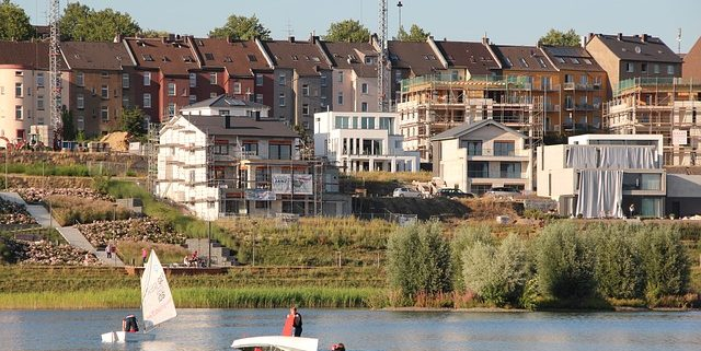Gerüste vor Häusern in Dortmund